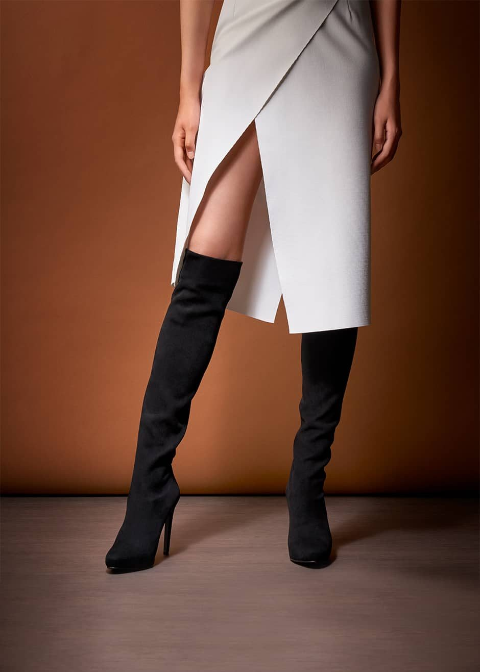 Tokyo –  Cuissard in black stretch suede with high heel